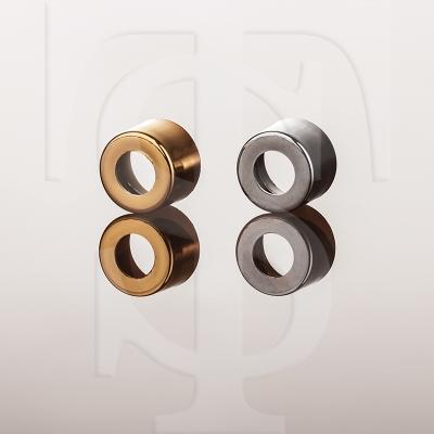 حلقه های متالایز طلایی و نقره ایی